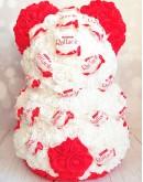 Мишка 38 см из роз и конфет